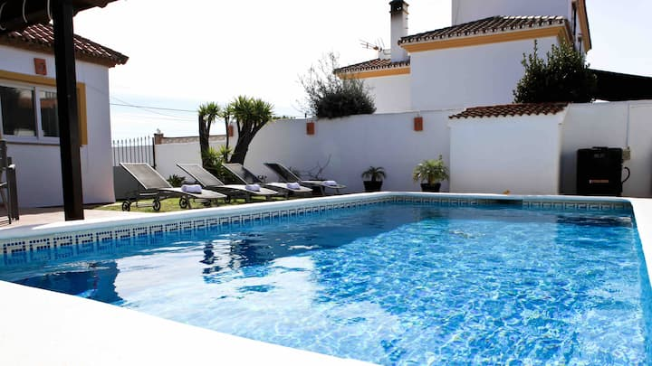 Private Pool, Jacuzzi, Gym, Parking, WIFI, Air Con
