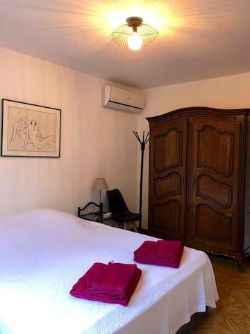 Chambre climatisé avec lit de 160 cm, Coté Piscine