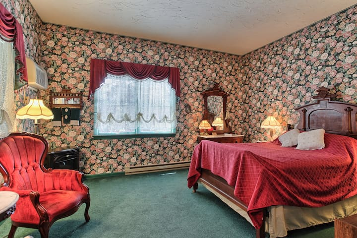 West Ridge Victorian Room