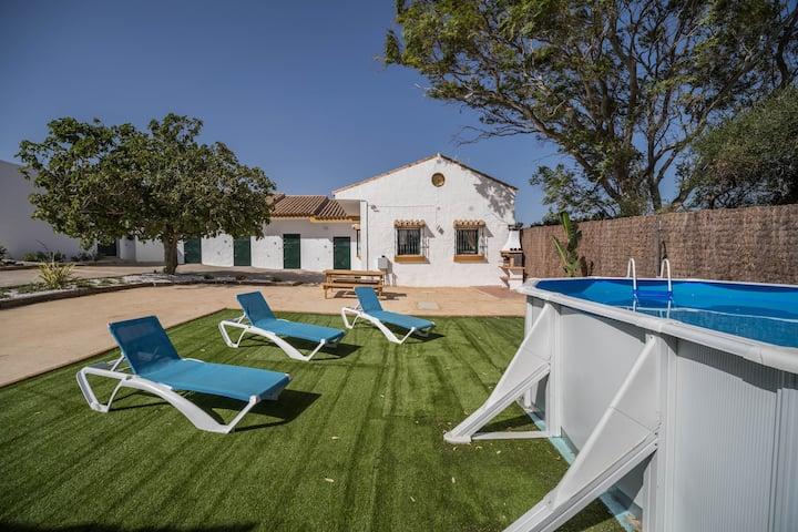 Rustikales Ferienhaus Casa Villa Dibaca mit Blick in die Berge, eigenem Garten, Pool, und Klimaanlage; Haustiere erlaubt, Parkplatz vorhanden