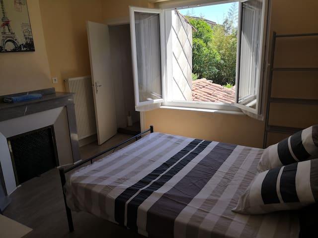 chambre privée dans une agréable maison du centre