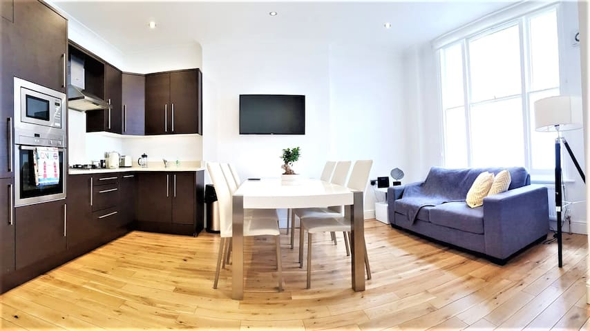 Gorgeous and Modern Home in Premium Location :)
