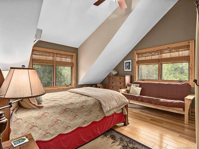 Tree  tops queen bedroom.