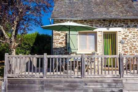 Vrijstaande luxe vakantiewoning met onheinde tuin - Vigeois