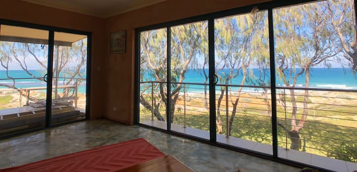 Right On The Beach - Yanchep Lagoon House