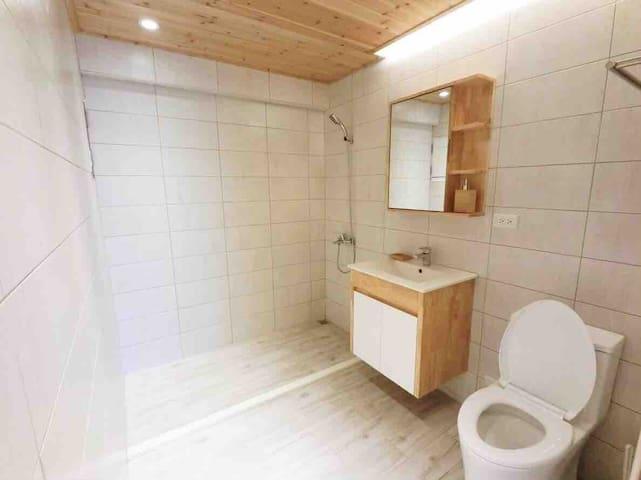 衛浴設備-有浴簾