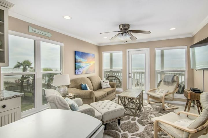 UPSCALE BEACHFRONT, NEWLY RENOVATED SUITE...INCREDIBLE VIEWS OF BEACH AND GULF
