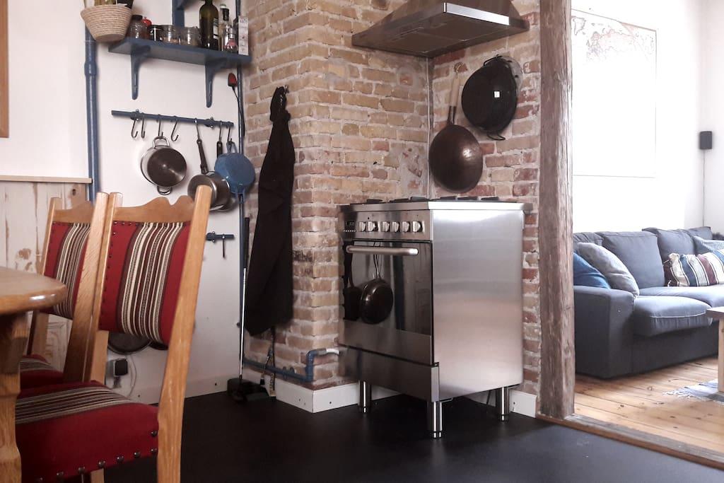 Kitchen w. new cooker