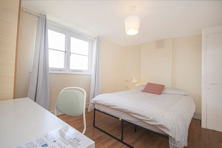 BT7 10% OFF Long stays | Double Room Borough