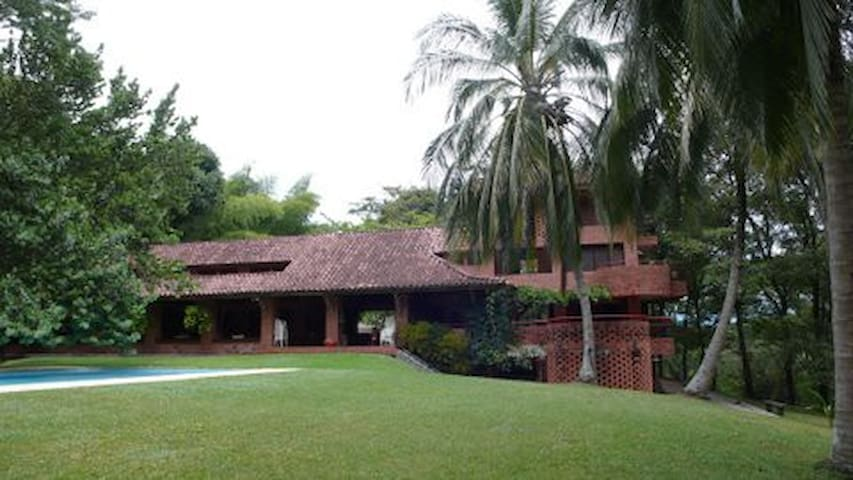 Excellent Country House, pool, forest and fruits - La Pintada - Nature lodge