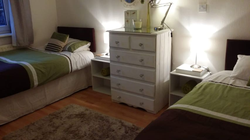 House share for 6-12mths professional or student