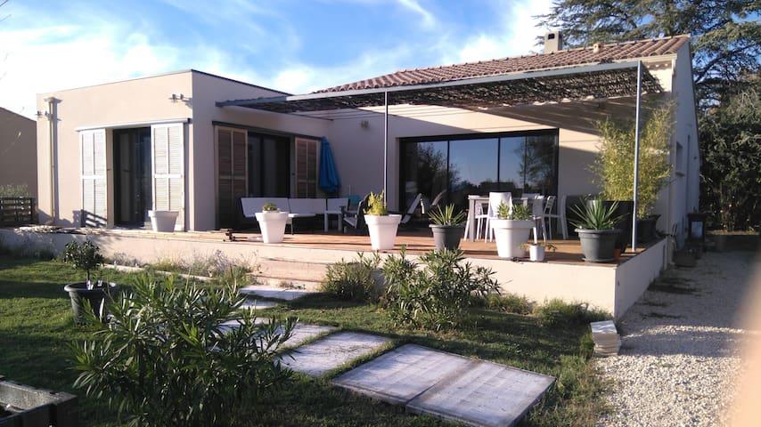 TRES  AGREABLE MAISON AVEC PISCINE - Sérignan-du-Comtat - Huis