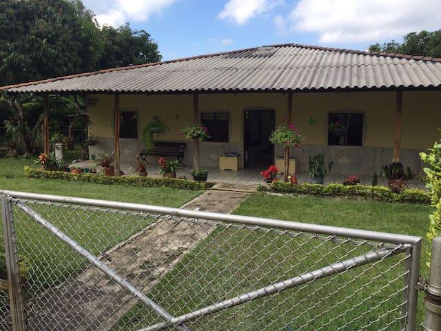 Casa a 3 Km de la Hda El Paraíso - Santa Elena - House