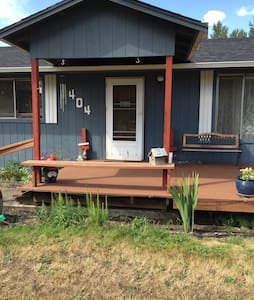 Country home with Mt. Rainier view - Yelm - Talo