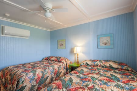 (Unit 1) 1 Bedroom Suite - Handicap Access - Blue Dolphin Inn and Cottages