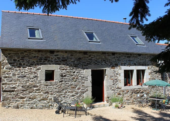 2 bed holiday let central Brittany - Plouyé - Huis
