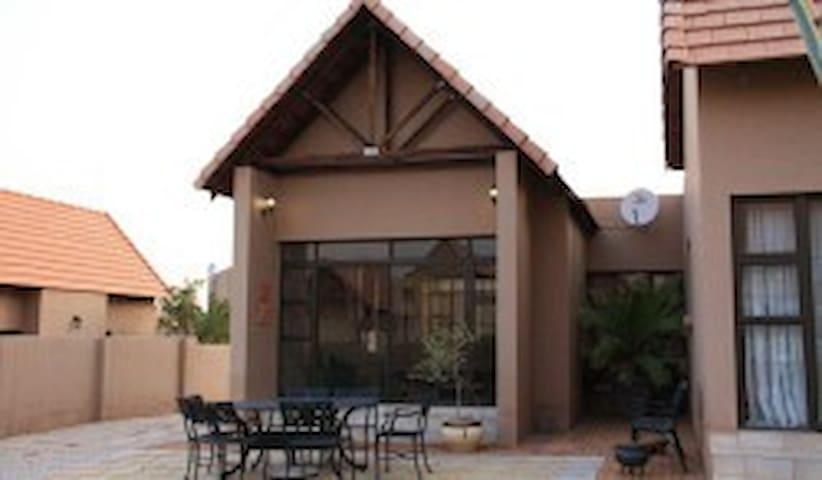 801 Leloko Estate Home away from Home - Hartbeespoort - House