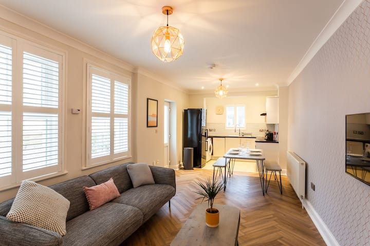 Stylish, central Hove flat with allocated parking