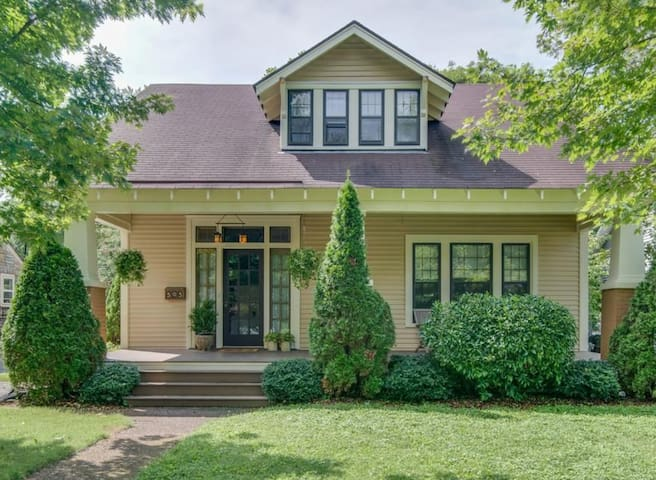 Gorgeous Craftsman House - minutes  from downtown