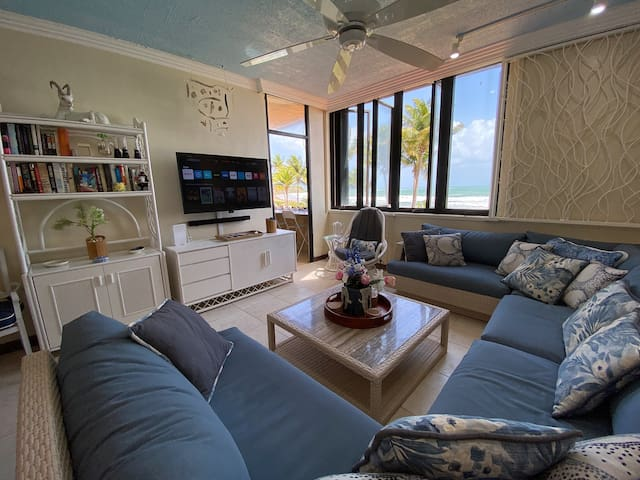 LIVING ROOM: HUGE SECTIONAL COUCH, SMART TV & A GORGEOUS VIEW!