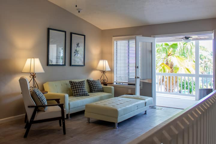 The Jem - 7 minute walk to beach & pet friendly!