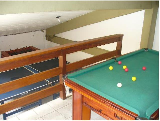 Casa completa a 10 minutos da praia - Cabo Frío - Apto. en complejo residencial