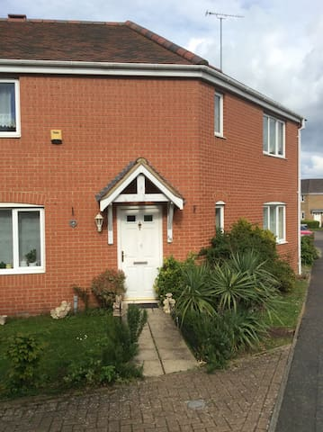 Room for 1 person parking Wifi - Banbury - Talo