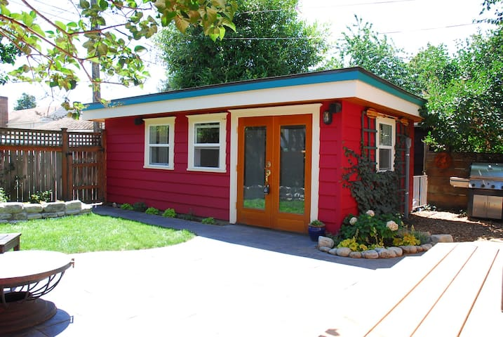 Tiny House Backyard Bungalow Next to Green Lake - Seattle - Bungalov