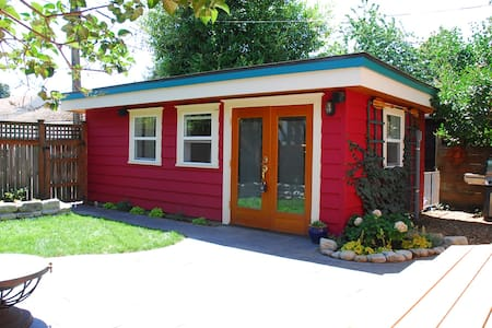 Tiny House Backyard Bungalow Next to Green Lake