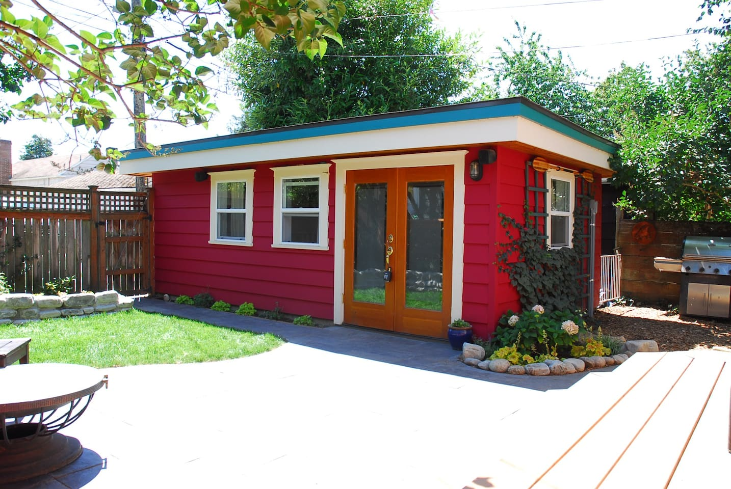 tiny house backyard bungalow next to green lake bungalows for