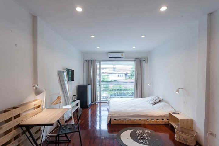 OvermoonBKK*3BR+2bath+kitchen -8 persons* 500mMRT