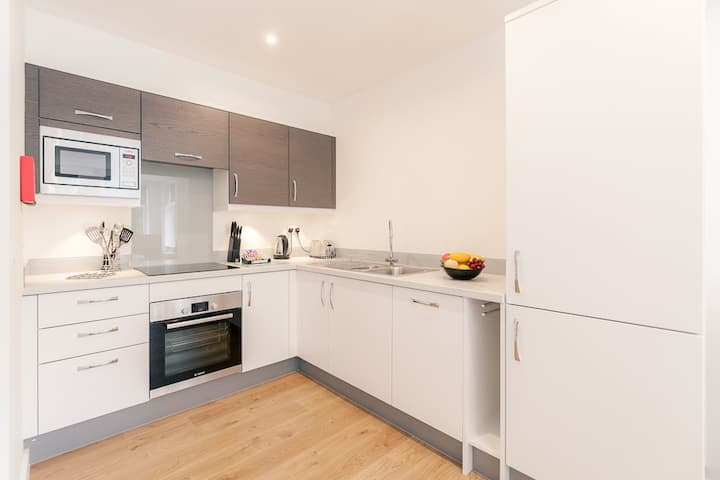 Cosy fully furnished studio in Leatherhead centre