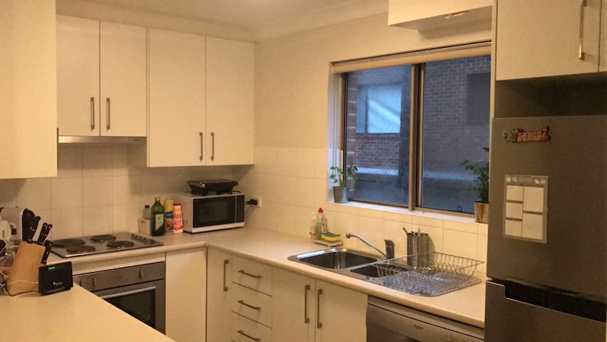 Bright unit 5 min from Coogee Beach - Coogee - Apartamento