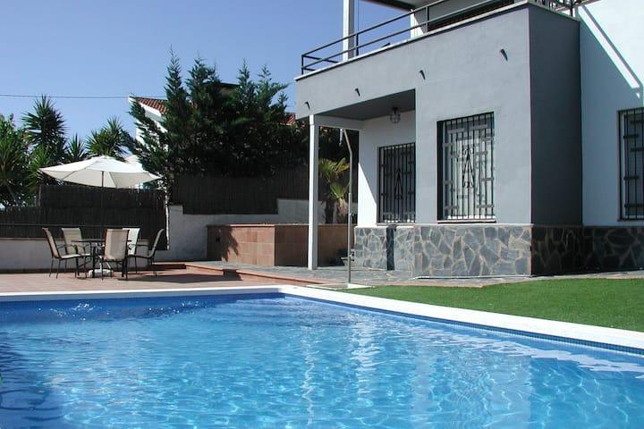 Villa exotique à Sant Pol de Mar avec piscine privée
