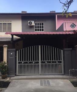 Hud Homestay Bandar Putra Kulai