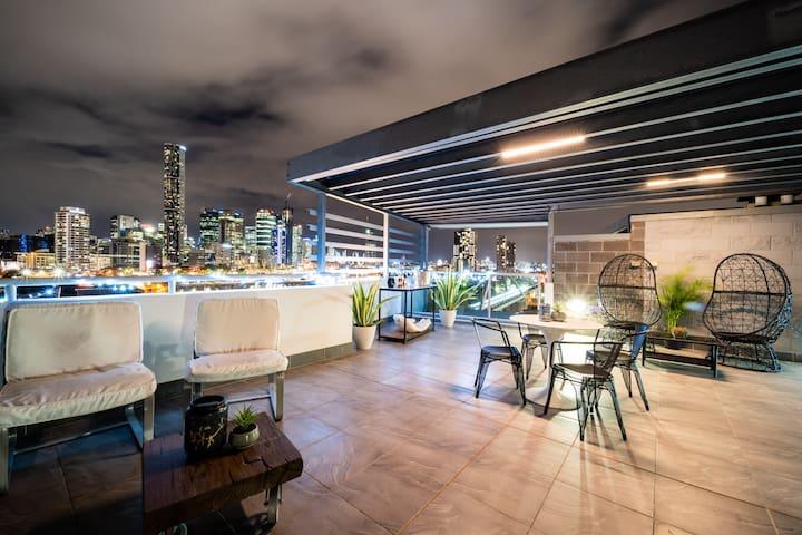 3brApt CBD Private rooftop/Spa/Sauna/Pool/Netflix