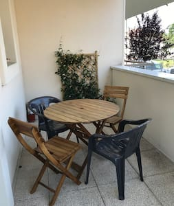 APPARTEMENT AVEC TERRASSE ET PARKING