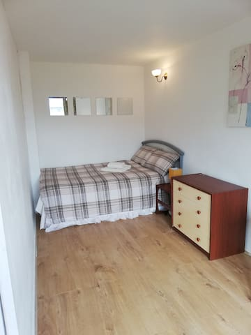 City centre room to let
