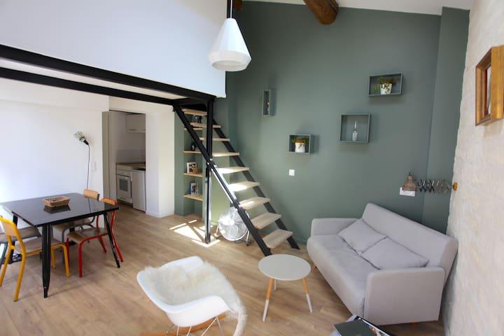 «Le Duplex»** Centre historique/Comédie 2 chambres