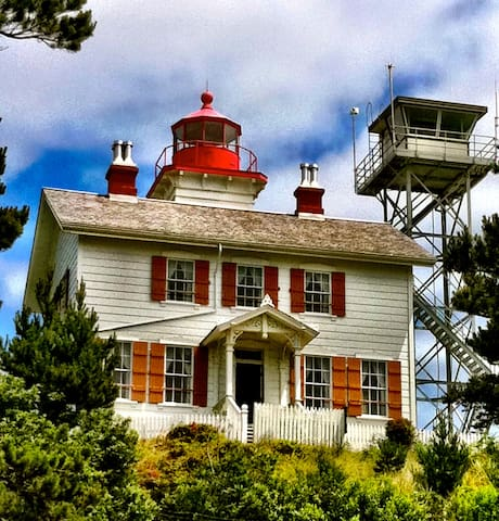Yaquina Bay Lighthouse, located about 5 miles south.