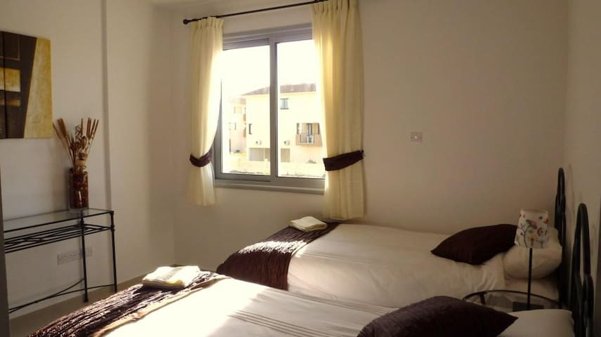 Air-conditioned twin bedroom