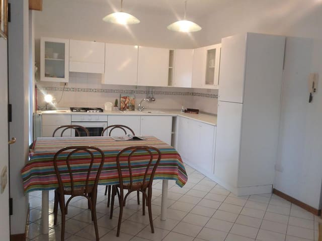 Apartment:1double room,2single bedrooms, garage! - Urbino - Pis