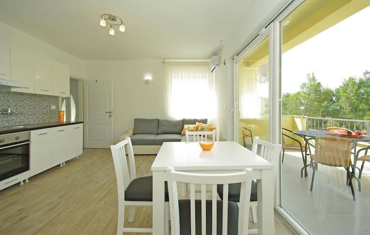 MAŠA-2Bedroom Apt with Balcony&Pool&Sea View