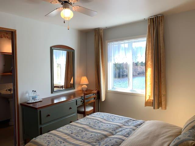 Auberge au Phil del'Eau, chambre avec vue sur lac