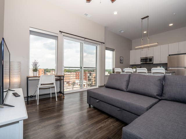 Columbus' Most Premier Located Luxurious Condo 623
