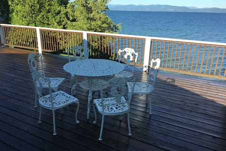 Great Sunsets and private beach - Burlington - House