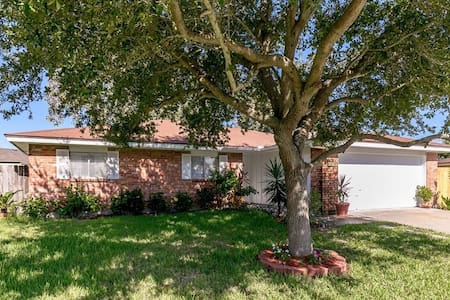 Brick Home near Beach, Fast WiFi & GrandeCom TV - Corpus Christi - Casa