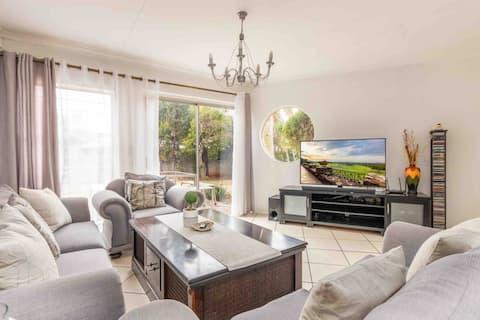 Beautiful 3 Bedroom home with Indoor Pool & Bar!!