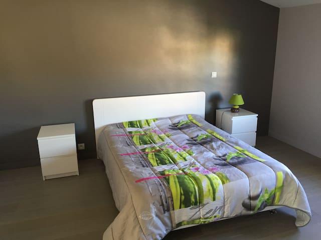Grande chambre privée avec salle de bains et WC - Labarthe-sur-Lèze - Rumah