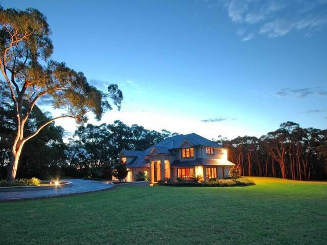 Private 7 Acre Estate- 22 Min to Sydney CBD/beach